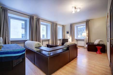 Сдается 2-комнатная квартира посуточнов Санкт-Петербурге, ул. Думская, 5 /наб.канала Грибоедова, 22.