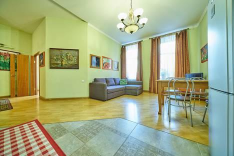 Сдается 2-комнатная квартира посуточно в Санкт-Петербурге, ул. Коломенская, 14.