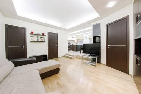 Сдается 2-комнатная квартира посуточнов Петергофе, ул. Пушкинская, 8.