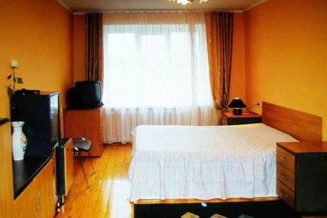 Сдается 3-комнатная квартира посуточно в Чебоксарах, ул. Привокзальная 10.