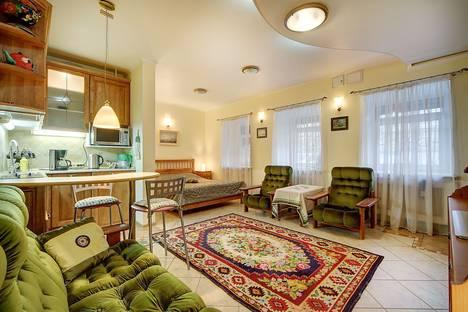 Сдается 1-комнатная квартира посуточно в Санкт-Петербурге, наб.реки Мойки, д.18.