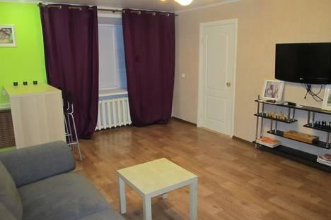 Сдается 2-комнатная квартира посуточно в Тольятти, ул. Карла Маркса, 74.
