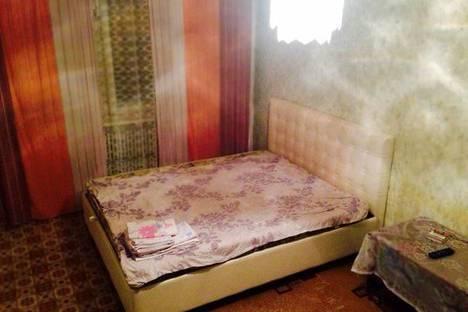 Сдается 2-комнатная квартира посуточно, ул. 5 августа 35.