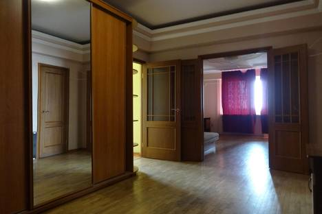 Сдается 2-комнатная квартира посуточнов Астрахани, Софьи Перовская 64.