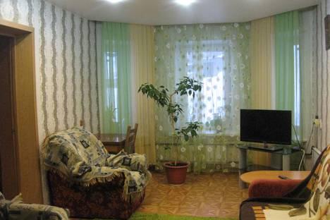 Сдается 2-комнатная квартира посуточнов Кировске, улица Парковая д. 5.
