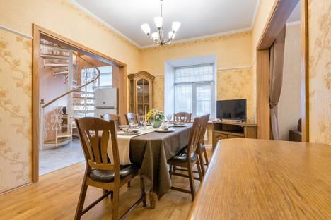 Сдается 3-комнатная квартира посуточно в Санкт-Петербурге, Невский проспект, 153.