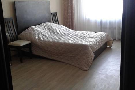 Сдается 2-комнатная квартира посуточно в Кирове, Октябрьский проспект, 155.
