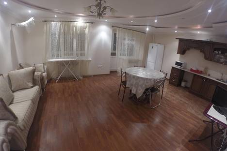 Сдается 2-комнатная квартира посуточно, ул. Победы, 50.