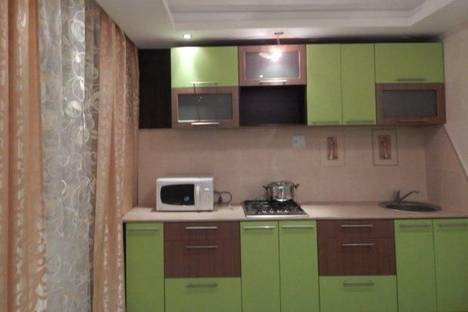 Сдается 2-комнатная квартира посуточнов Ревде, Трубников, 44.