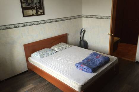 Сдается 3-комнатная квартира посуточно в Мурманске, ул. Челюскинцев, 22.
