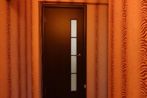 Сдается 3-комнатная квартира посуточнов Астрахани, ул. Красноармейская, 15.