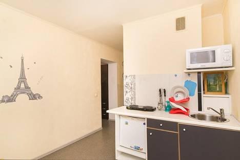 Сдается 1-комнатная квартира посуточнов Екатеринбурге, ул. Хохрякова, 100.