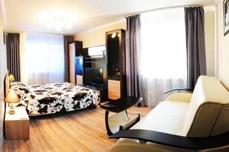 Сдается 2-комнатная квартира посуточно, ул. Большая Октябрьская, 130А.