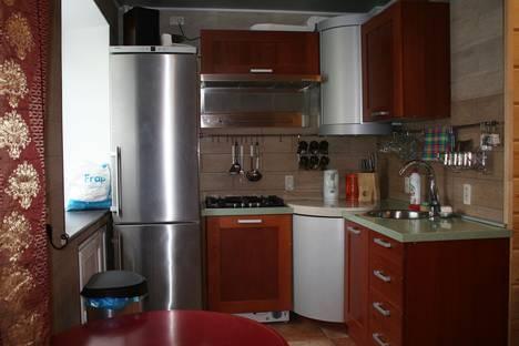Сдается 3-комнатная квартира посуточно в Южноуральске, ул. Советской Армии, 10.