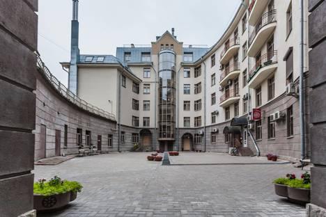 Сдается 3-комнатная квартира посуточнов Санкт-Петербурге, 13-я линия Васильевского острова, 40.