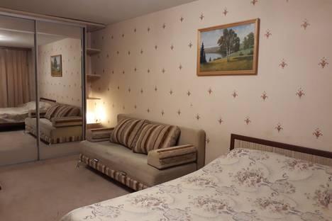 Сдается 1-комнатная квартира посуточно в Кирове, Профсоюзная улица 78.
