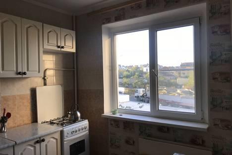 Сдается 2-комнатная квартира посуточно в Новороссийске, ул. Карамзина, 21.