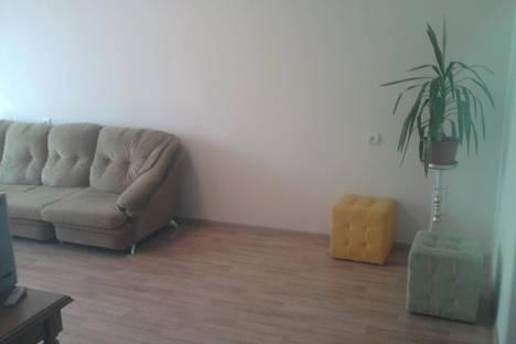 Сдается 2-комнатная квартира посуточнов Серове, Луначарского 131.