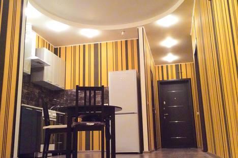 Сдается 2-комнатная квартира посуточно в Видном, ул. Березовая, 9.