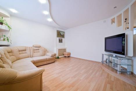 Сдается 3-комнатная квартира посуточнов Кирове, ул. Ленина, 89к1.