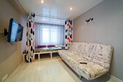 Сдается 2-комнатная квартира посуточно в Кирове, ул. Азина, 15.