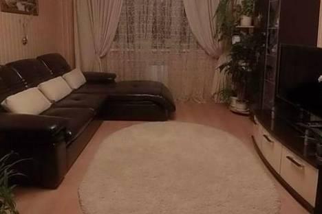 Сдается 2-комнатная квартира посуточно в Дзержинске, Попова, 10.