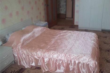 Сдается 2-комнатная квартира посуточно в Магнитогорске, ул. Набережная, 16.