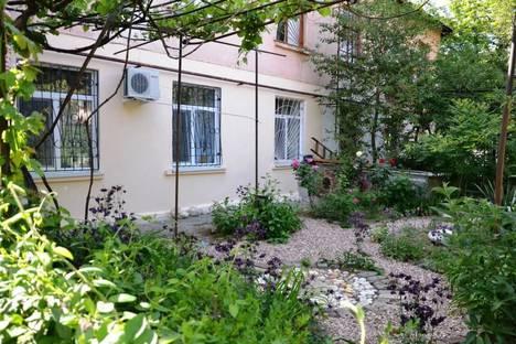 Сдается 2-комнатная квартира посуточно в Севастополе, Мичурина, 9.