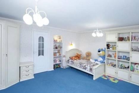 Сдается 3-комнатная квартира посуточно в Тюмени, ул. Моторостроителей, 9.