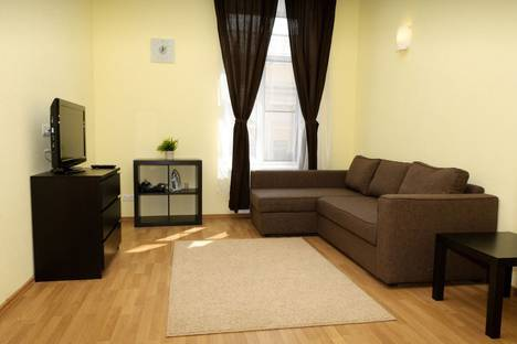 Сдается 2-комнатная квартира посуточно, набережная канала Грибоедова 7.