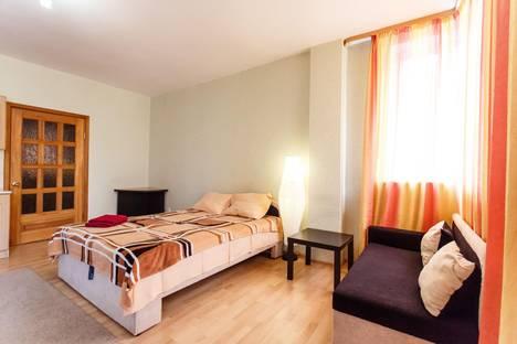 Сдается 1-комнатная квартира посуточно в Тюмени, 50 лет ВЛКСМ 15/1.