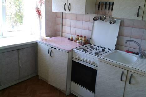 Сдается 3-комнатная квартира посуточно, ул. Свердлова, 11.