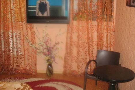 Сдается 2-комнатная квартира посуточнов Ильичёвске, улица Садовая 22.