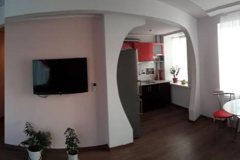 Сдается 1-комнатная квартира посуточно в Керчи, ул. Советская 9.