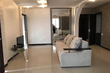 Сдается 3-комнатная квартира посуточнов Шахтах, Индустриальная улица, 20.