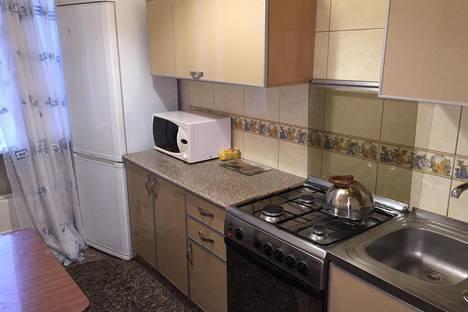 Сдается 2-комнатная квартира посуточно в Астрахани, ул. Яблочкова, 27.