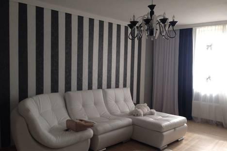 Сдается 1-комнатная квартира посуточно в Златоусте, ул. 30-летия ВЛКСМ, 2.