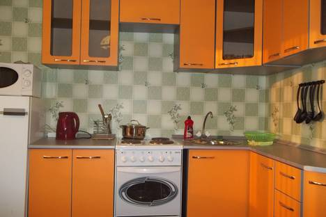 Сдается 2-комнатная квартира посуточнов Ачинске, 1-й Юго-Восточный микрорайон, 15а.