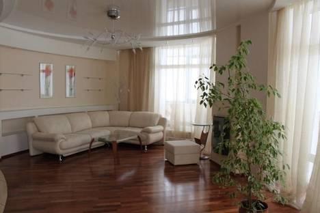 Сдается 2-комнатная квартира посуточно в Кемерове, пр.Ленина, 138б.