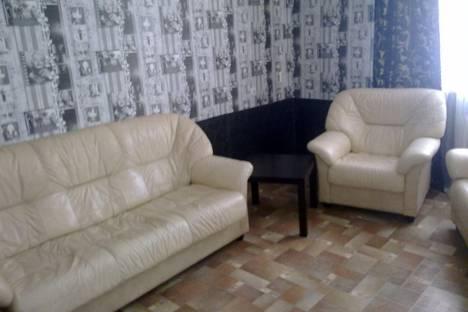 Сдается 1-комнатная квартира посуточно в Первоуральске, ул. Комсомольская, 8.
