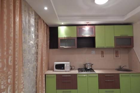 Сдается 2-комнатная квартира посуточно в Первоуральске, трубников 44.
