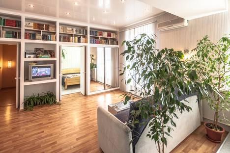 Сдается 3-комнатная квартира посуточно в Ярославле, ул. Чайковского, 2В.