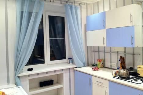 Сдается 2-комнатная квартира посуточно в Гатчине, Карла Маркса, 45.