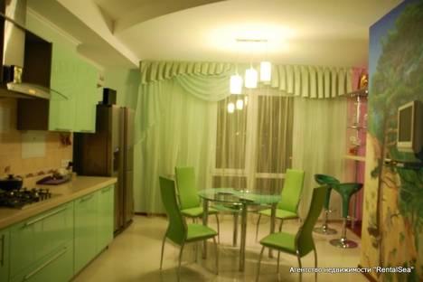 Сдается 3-комнатная квартира посуточно в Геленджике, Приморская, 30.
