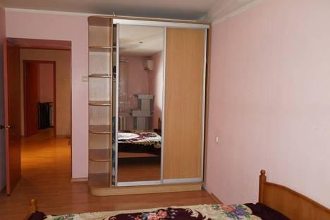 Сдается 3-комнатная квартира посуточно, Обороны 20.