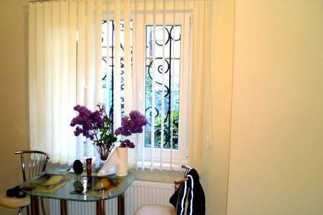 Сдается 1-комнатная квартира посуточно в Ялте, Екатерининская ул., 10.