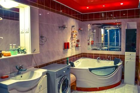Сдается 3-комнатная квартира посуточно в Кемерове, ул. Сибиряков-Гвардейцев, 22а.