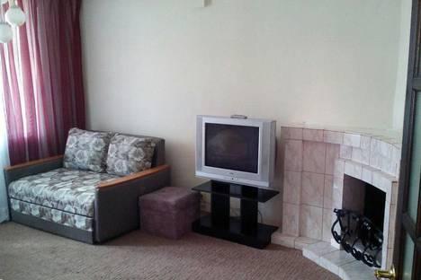 Сдается 2-комнатная квартира посуточно в Назарове, ул. Кузнечная, 2.