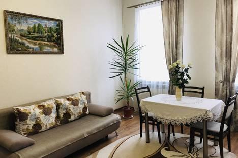 Сдается 2-комнатная квартира посуточно, улица Замковая 3.