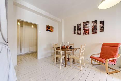 Сдается 2-комнатная квартира посуточно в Санкт-Петербурге, ул. Итальянская, 1.